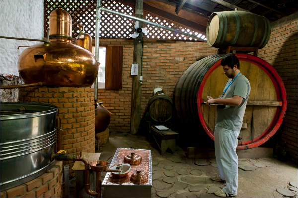 L_Holmes_Distillery_Paraty  (7)