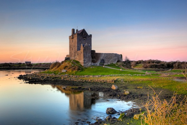 Dunguaire_castle_sunset